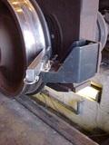 固体轮缘润滑装置